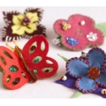 FELT JEWELLERY  Sewing Kit.  Contains all you need to make Brooches & Hairslides