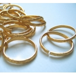 20 Ornate Metal Rings. 20mm. GOLD.